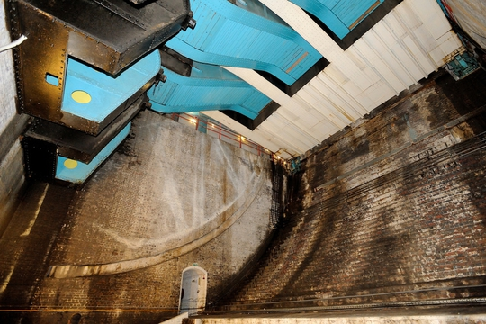 Inside the bascule chamber at Tower Bridge: Creative Commons Photograph by Jez B from Flickr